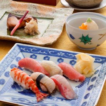 【一休限定×乾杯ドリンク付】多彩な品々とお好みで選べるにぎり鮨を堪能!全8品のコース料理!