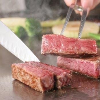 【選べる1ドリンク付】目の前で焼き上げる銘柄牛の鉄板焼きをメインに、前菜盛合せ、デザートなど全6品