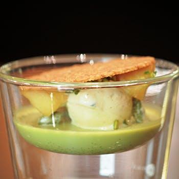 【PANINI SET】色鮮やかなサラダ、サーモンのパニーニ、特製デザートなどをラグジュアリーな空間で愉しむ