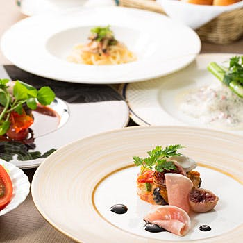オードブル+スープ+パスタ+4種から選べるメイン!約20種のデザートブッフェ付レディースランチ!
