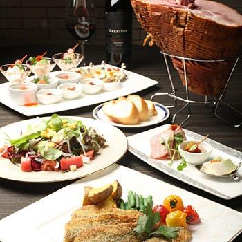 【シェアスタイル】前菜にサラダ、ステーキや選べるデザートなど全6品!