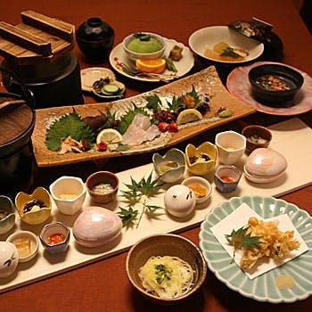 【5,900円ランチコース】割烹 武田をお試しいただける前菜・造り・お造り・鍋物などを含む全9品