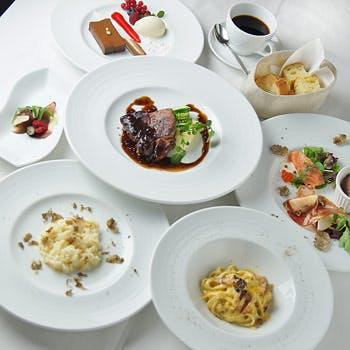 【新春】2,000OFF! 乾杯スパークリング&2時間半飲み放題!前菜とデザートは盛合せ!BIANCAの1番人気!