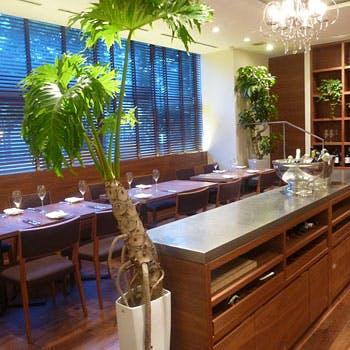 【乾杯シャンパン付フリードリンク】オマール海老、牛フィレ肉や鮮魚などを使用した豪華ディナー全6品!