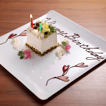 【記念日に】シャンパン+ホールケーキ付スペシャルディナー!牛フィレ肉を含む全6品ディナー