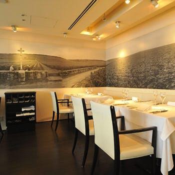 【丸ビルプレミアムレストラン】選べるメインなどこだわりのお料理全4品!丸ビル35階からの眺望と共に