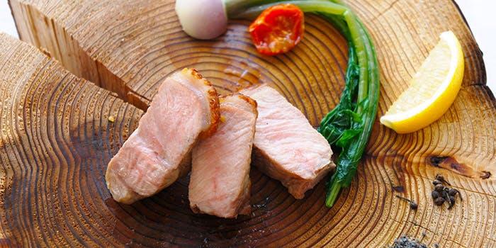コースのメインの肉料理の画像