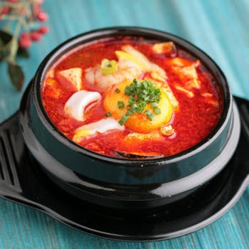 人気のスンドゥブ付韓国料理全9品プラン!スパークリングなど70種2時間飲み放題