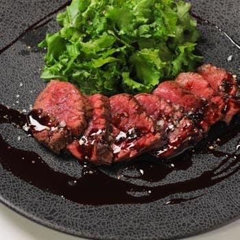 【東京ミッドタウン内】メインは牛ハラミステーキの全5品特別ランチ!食後のカフェもおかわり自由
