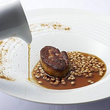 Menu de specialites ムニュー ドゥ スペシャリテ お肉とお魚のWメイン!贅沢食材を使用したランチコース