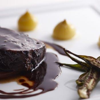 お肉尽しの特別プラン 前菜はローストビーフ・フォアグラポアレ・メインは牛肉盛り合わせ 1ドリンク付き