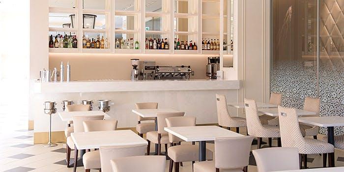 アニヴェルセル カフェの内観