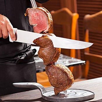 ランチシュラスコ通常3,888円→3,499円!10%OFF ドリンクバー、ブラジル料理など約40種のブッフェ付き!
