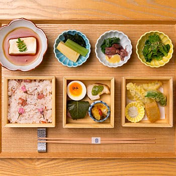 【一休限定】四季を愉しむ 春のおばんざい御膳!菜の花や鰆など旬の味覚を使用した彩り豊かなお料理を堪能