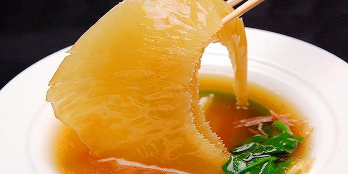 【鈴蘭】前菜四種盛り合わせ・ふかひれスープ・北京ダック・鯛の蒸し物など全7品