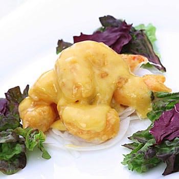 前菜5種盛り合わせ、蟹肉入りフカヒレスープ、揚げ物二種、鯛の蒸し物、デザートなど全8品コース