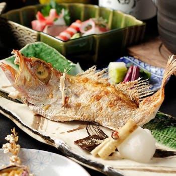 高級魚のど黒の塩焼きや鮮魚5種のお造りなど豪華全8品