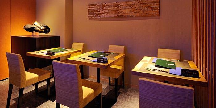「鉄板焼 オルカ」のテーブル席