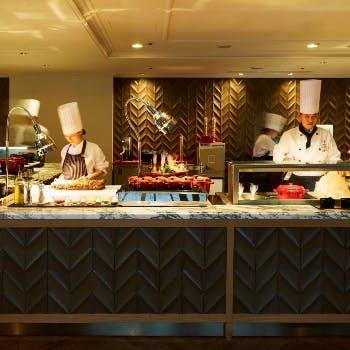 【人気プラン最安値】岩塩を使った焼きしゃぶや揚げたて天ぷら、握り寿司など70種食べ放題!