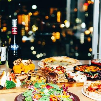 【シチリア風イタリアンビアガーデン】食べ放題×飲み放題!窯焼きピッツァ、パスタ、ローストポークなど!
