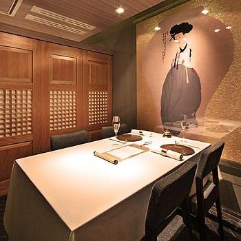 【タイムセール】個室確約!カンジャンケジャンが味わえる蟹料理や、黒鮑・黒毛和牛など贅沢コース