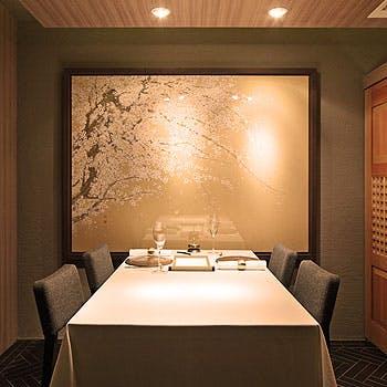 【御結納・御顔合わせに!個室確約】1番人気の蟹料理や黒鮑,伊勢海老料理も堪能!シェフおまかせフルコース