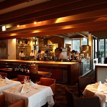 【丸ビルプレミアムレストラン】地上180mの抜群の眺望と開放的なフロア 前菜,メイン,パスタなど全4品