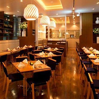 【GW1日5組限定】品川駅直結のNYで人気のレストラン!選べる前菜・メイン含む全4品