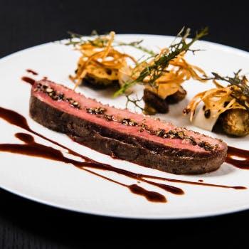 【Xmas2018】メルセデスの開放的な雰囲気で堪能するオマール海老やWメインなど聖夜のディナー!全5品