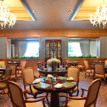 開放感のある寛ぎ空間で頂く お肉・お魚Wメイン含む全5品!季節の食材を使った本格フレンチをご堪能