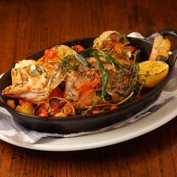 【スパークリング含む150分飲み放題】魚と肉のWメイン!窯焼きピッツァに豊富な前菜,ドルチェなど全8品