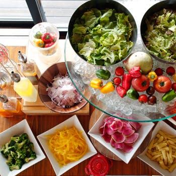 【休日お肉×ブッフェ】週替わりのメインと旬野菜や天然酵母パン等こだわりブッフェ