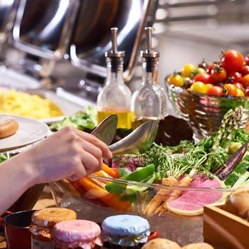 【平日スペシャル×ブッフェ】週替わりのメインと旬野菜や天然酵母パン等こだわりブッフェ