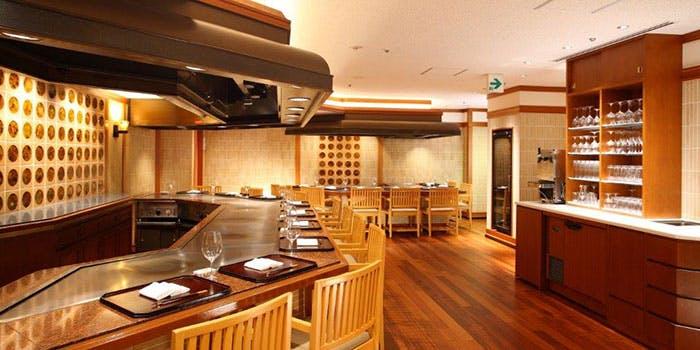 ANAクラウンプラザホテル「鉄板焼 堂島」の内観写真
