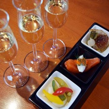 【初めての方にもお勧め】銀座の優雅なシャンパンバーで!シャンパーニュ3種の飲み比べ×プティオードブル