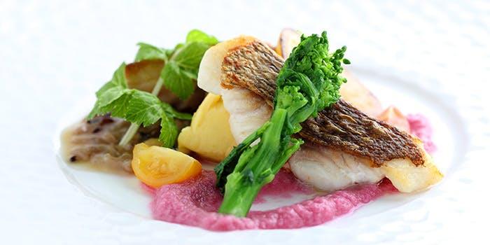 旬穀旬菜の魚と野菜を使ったサラダ