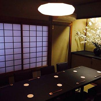 【凛コース】神楽坂の大人の隠れ家で味わう和牛ステーキ、お好み焼き、海鮮、デザートなど全10品