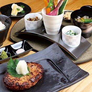 【一休限定】宮崎牛とおいも豚の自家製ハンバーグセット!野菜ソムリエが選んだ季節野菜や食後のドリンク付