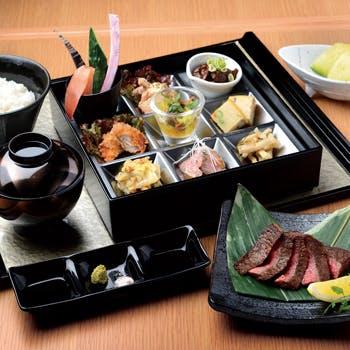 【平日限定】季節の味覚9種、肉吸いなどの宮崎牛ステーキの彩り松花堂!