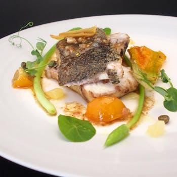 【ウェルカムシャンパン付】窓側選択も可!アートと食の融合を堪能する全6品贅沢ディナー、肉&魚のWメイン