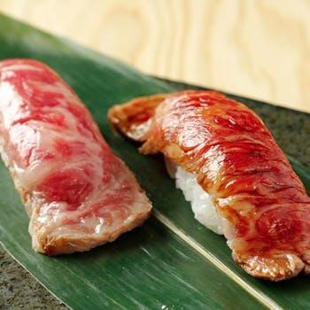 【日祝限定】日替り日本酒含む2,5時間飲み放題!黒毛和牛炙り握り,デュロック豚ステーキ,旬魚造り等全7品