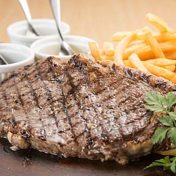 【洗練された空間で味わう】こだわりの牛サーロインステーキが食べ放題!オードブル含む全4品コース