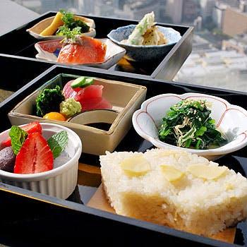 【タイムセール】【和食ランチ】1ドリンク付!鯛やサーモンなど、一番人気の愛宕弁当!