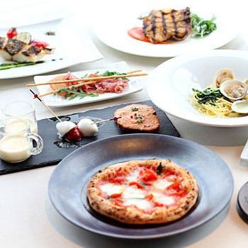 【イタリアンディナー】スパークリングなどドリンク2杯付!前菜7種やピッツァや選べるメインなど全5品