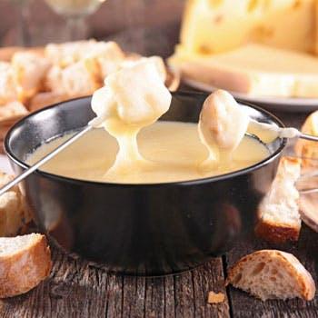 【スパークリング含む2.5時間飲み放題付】とろーりチーズフォンデュと燻製づくしの充実全7品ディナー!
