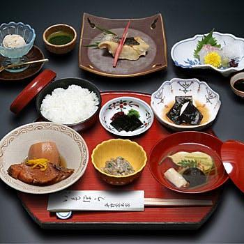 【季節の御膳】季節ごとにメニューが替わるおすすめ御膳!円山公園内に佇む、雅趣に富む空間でご昼食を