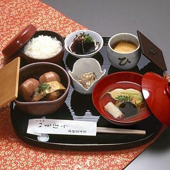 【月御膳】いもぼう、祇園豆腐、小鉢など老舗の味をお気軽に愉しめるご昼食プラン!お一人様2,592円