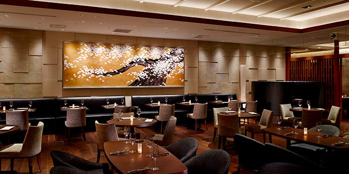 1. THE SAKURA DINING TOKYO(ザ サクラダイニング トーキョー)