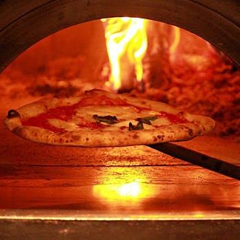 【シェアコース】おすすめのピッツア&パスタ&メインの牛肉料理など取分けスタイルで楽しむ全5品