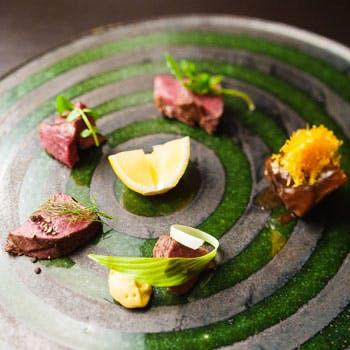オマール海老や鴨・フォアグラなどの前菜、カラスミのパスタ、甘鯛&国産牛フィレのWメインなど豪華コース